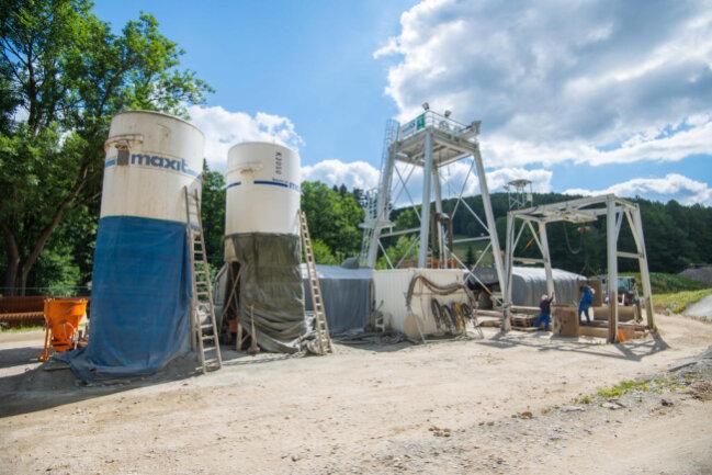 <p>Am Erkundungsschacht: Ein Teil der seit Dezember 2016 gebauten Anlage im Luchsbachtal.</p>