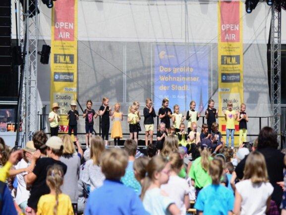 <p>Musik-Picknick im Stadthallenpark</p>