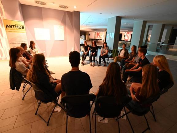 <p>In den Räumen des ehemaligen Kaufhauses Xquisit findet ein Workshop statt. Thema: Menschenrechte.</p>