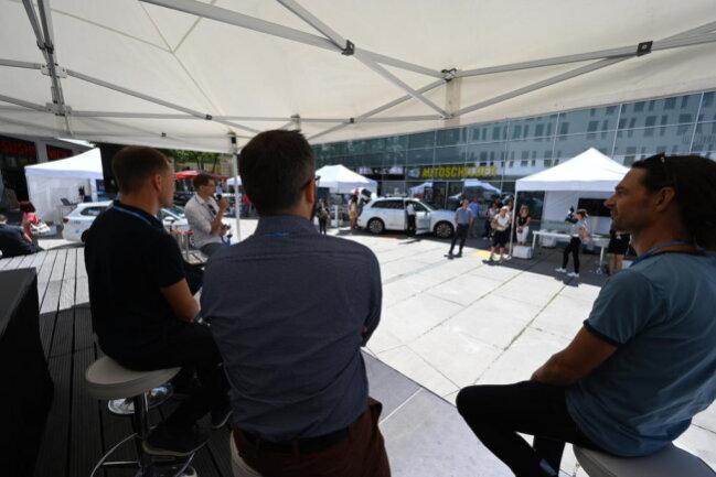 <p>Workshop zum Thema Autonomes Fahren auf dem Düsseldorfer Platz</p>