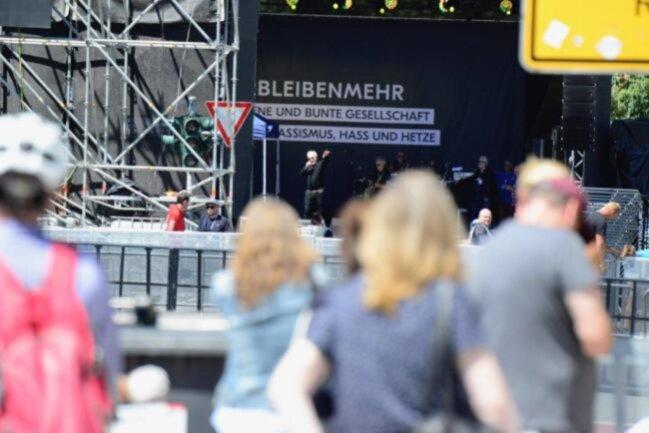 <p>Herbert Grönemeyer beim Soundcheck am Mittag.</p>