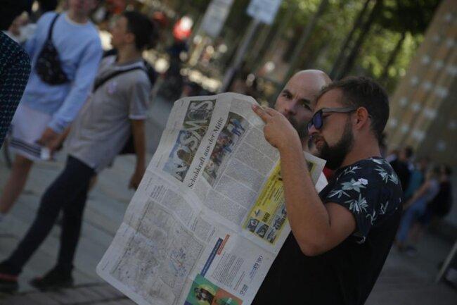 """<p>Sie haben die Mittwochausgabe der """"Freien Presse"""" mit dem Veranstaltungsplan in der Hand.</p>"""