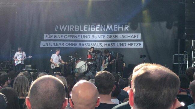 """<p>""""Hey du: Ein Stück gegen Erniedrigung und Ausgrenzung"""", sagt Sänger Dirk von Lowtzow. """"Wir können nichts anderes"""".</p>"""