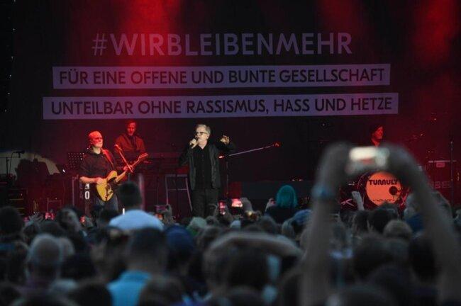 """<p>Grönemeyer sang unter anderem """"Mensch"""" und """"Bleibt alles anders"""".</p>"""