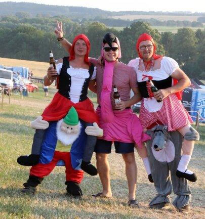 <p>Mit lustigen Kostümen feierten die Motorsport-Fans in das Wochenende hinein.</p>