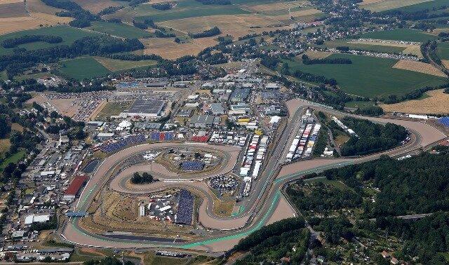 <p>Die Luftaufnahme zeigt den gesamten Sachsenring.</p>