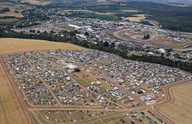 <p>Wie jedes Jahr reisten viele Fans an, um auf dem Ankerberg zu campen.</p>