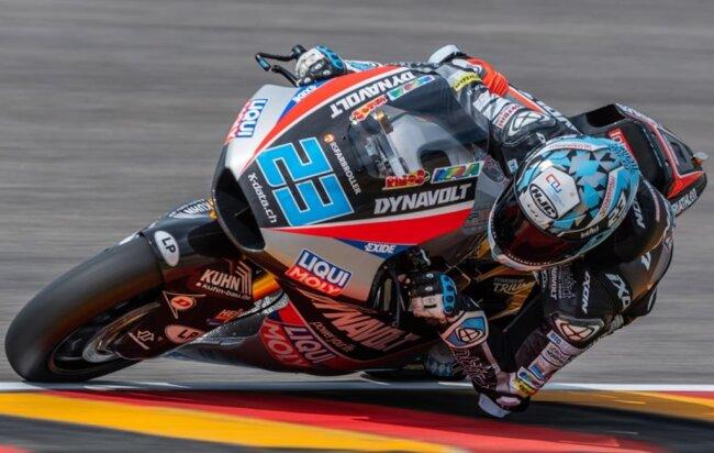 <p>Freies Training Moto2 auf dem Sachsenring: Der Fahrer Marcel Schrotter (Deutschland, Dynavolt Intact GP Team) fährt auf der Strecke. Schrotter belegt in der Qualifikation Platz 3.</p>
