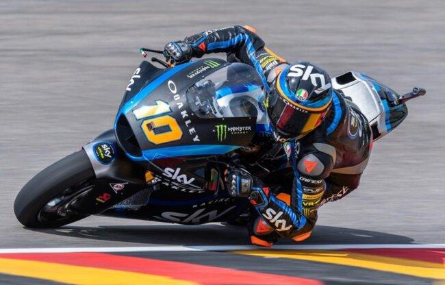 <p>Freies Training Moto2 auf dem Sachsenring: Der Fahrer Luca Marini (Italien, Sky Racing Team VR46 Team) fährt auf der Strecke. Marini belegt in der Qualifikation Platz 2.</p>