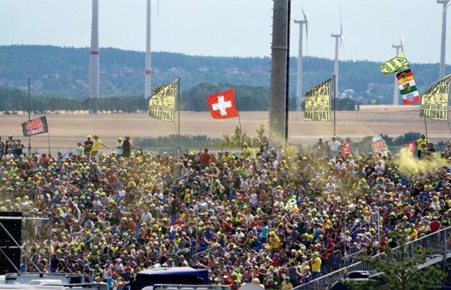 <p>Abertausende verfolgten die Trainings- und Qualifikationsläufe.</p>