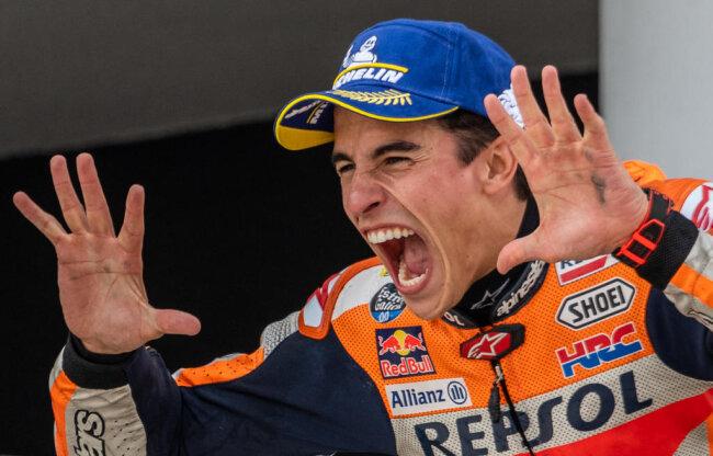 <p>Marc Marquez bejubelt nach zehnten Sieg auf dem Sachsenring.</p>