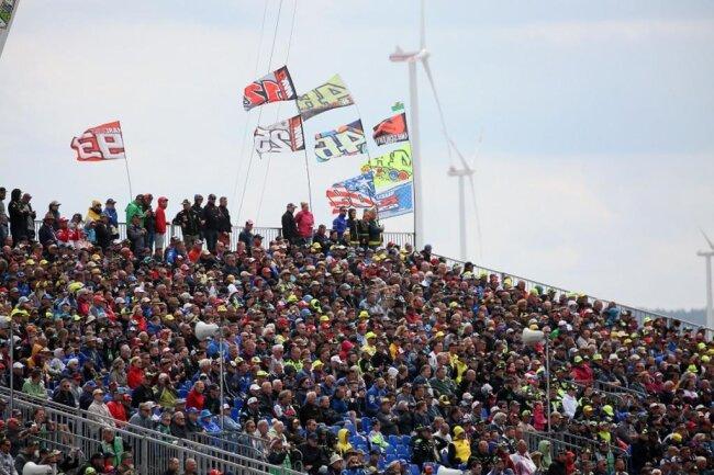 <p>Insgesamt 201.162 Zuschauer verfolgten den diesjährigen Sachsenring-Grand-Prix.</p>
