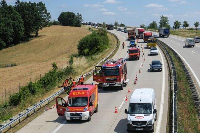<p>Der Verkehrsunfalldienst hat die Untersuchungen zum Unfallhergang aufgenommen.</p>