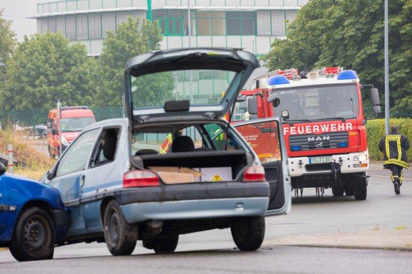 <p>Bei der Übung wurde ein Unfall simuliert, in den&nbsp;ein mit strahlendem medizinisches Gefahrgut beladenes Fahrzeug verwickelt wurde.</p>