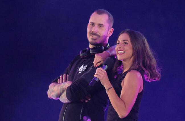 <p>Sarah Lombardi und DJ Herzbeat standen zusammen auf der Bühne.</p>