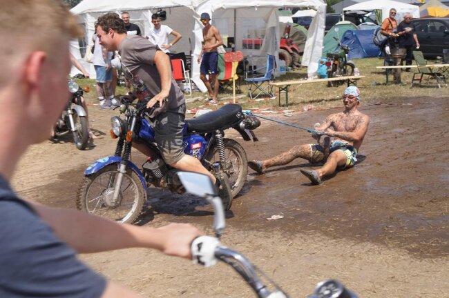 <p>... um zu feiern, Rennen zu fahren und ihre Simsons zu präsentieren.</p>