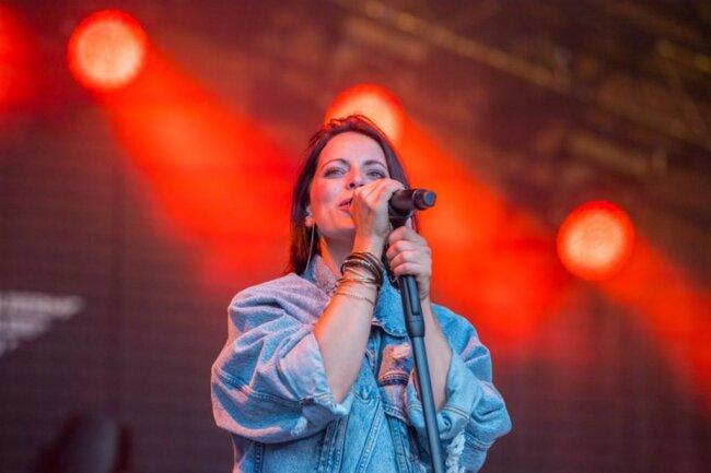 <p>Frontfrau Stefanie Kloß und ihre drei Musiker spielten viele ihrer großen Hits.</p>
