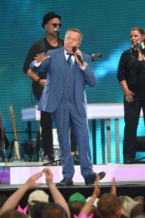 <p>Mit mehr als 90 Millionen verkauften Tonträgern und einer Vielzahl an Auszeichnungen zählt Roland Kaiser zu den erfolgreichsten deutschen Künstlern.</p>