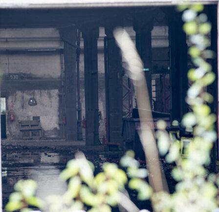 <p>Blick in die vom Brand betroffene Halle.</p>