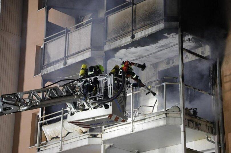 <p>Das Feuer war gegen 1.30 Uhr auf einem Balkon im zweiten Obergeschoss ausgebrochen.</p>