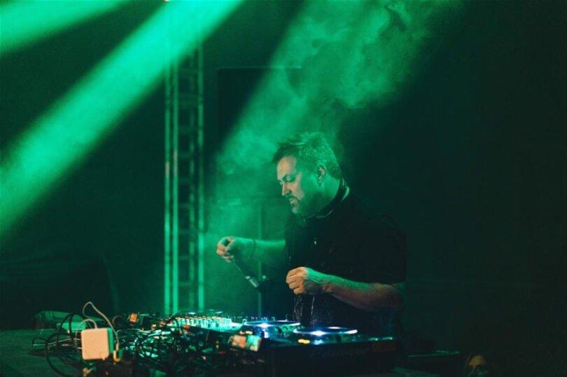 <p>Nach der Rammstein-Coverband Völkerball am Freitag sorgten Mark 'Oh (Foto) und weitere DJs am Samstag für Stimmung.</p>