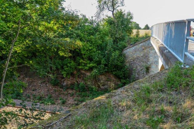 <p>Die Lenkersdorfer Straße war auf Höhe Bahnbrücke aufgrund der Unfallaufnahme gesperrt.</p>