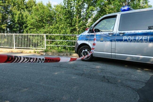 <p>Nach ersten Informationen verlor sie zuvor die Kontrolle über ihre Simson, als ihr in einer Kurve ein Citroën entgegenkam.</p>