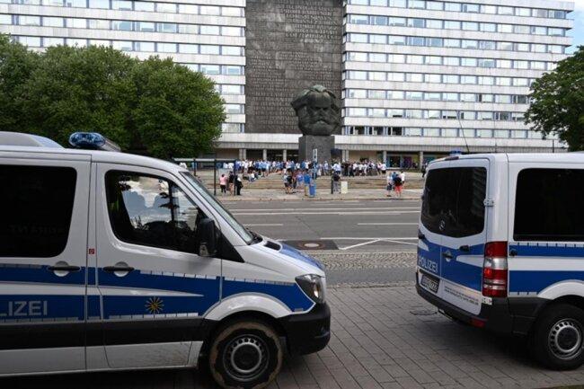 <p><br /> Die Polizei war mit einem Großaufgebot vor Ort.</p>