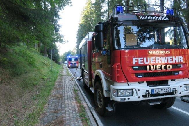 <p>Die Bundesstraße musste mehrere Stunden voll gesperrt werden.</p>
