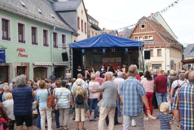 """<p>Darsteller des Vereins Mittelsächsischer Kultursommer führten auf der Bühne an der Weberstraße am Samstag und Sonntag das Stück """"Die Nachtigall singt nicht zur Hochzeit"""" auf.</p>"""