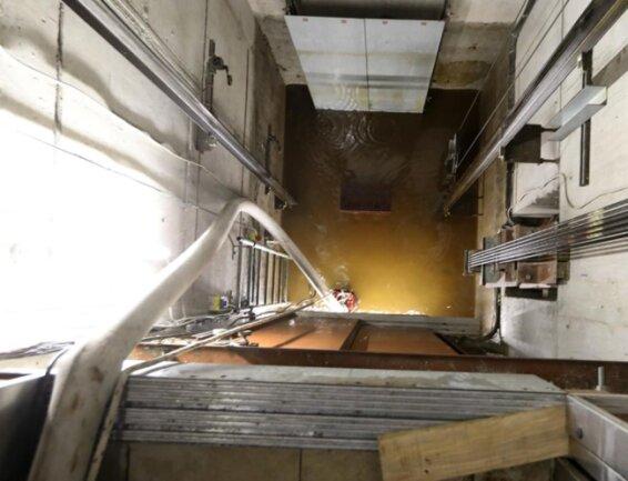 <p>Die Tiefgarage und ein Fahrstuhlschacht wurden überflutet.</p>