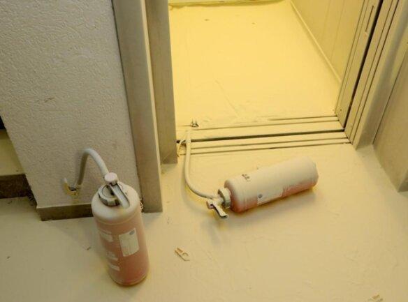 <p>Zudem entleerten die Täter insgesamt neun Feuerlöscher und beschädigten mehrere Kameras und Bewegungsmelder.</p>