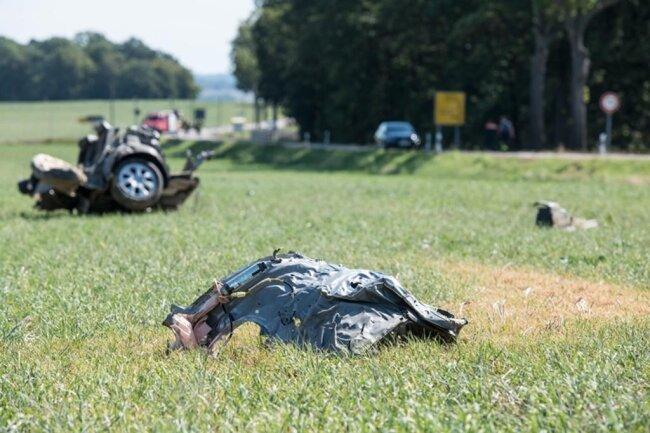 <p>Dabei erlitt der Fahrer schwere Verletzungen, an denen er noch am Unfallort verstarb.</p>