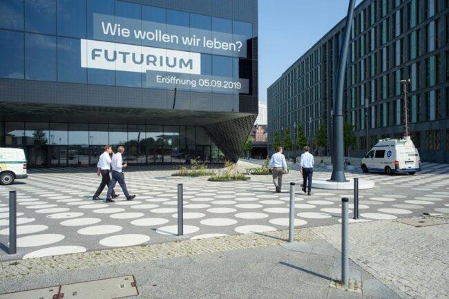 <p>Auf mehreren Ebenen ist das 58 Millionen Euro teure Gebäude ein Showroom für Zukunftsentwürfe und ein Mitmach-Parcours für Neugierige samt Labor.</p>