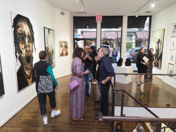 """<p>Die Ausstellung """"Jean Schmiedel: Kontakt"""" ist bis zum 10. Januar 2020 täglich 11 bis 19, sonntags 12 bis 20 Uhr in der Georges Bergès Gallery in New York City, 462 West Broadway, zu sehen.</p>"""