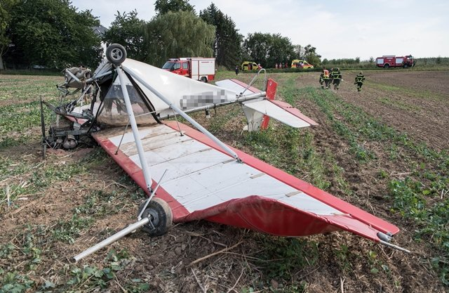 <p>Nach Informationen von Bürgermeister Thomas Oertel hatte der Pilot zuvor eine Notlandung versucht, die jedoch misslang.</p>