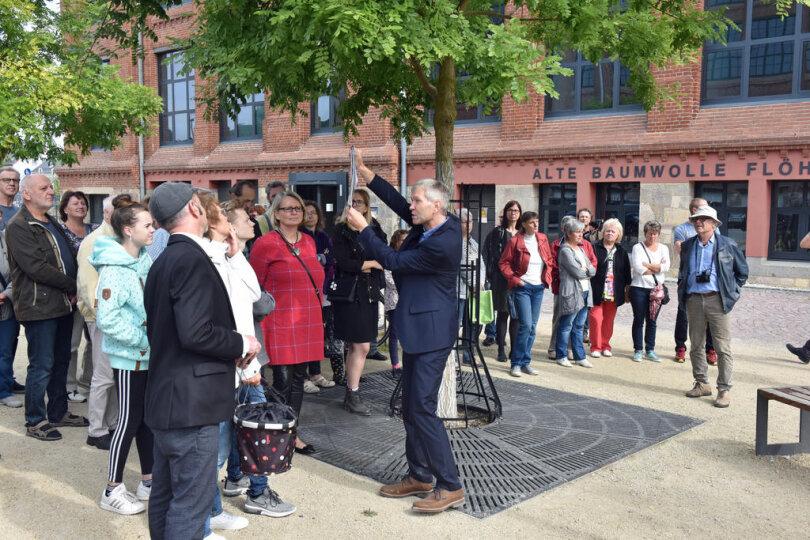 <p>Die Alte Baumwolle Flöha gehörte zu den 62 Objekten in 24 mittelsächsischen Orten, die sich zum Tag des offenen Denkmals präsentiert haben. Falk-Uwe Langer vom Landratsamt Freiberg führte eine Gruppe Gäste durch den Komplex.</p>