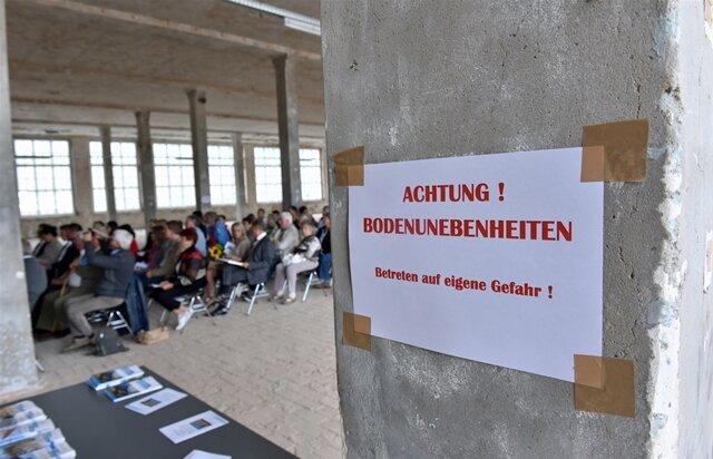 <p>Zur Feier des Tages gab es in der Alten Baumwolle in Flöha einen kleinen&nbsp;Festakt in einem der Maschinensäle. Der Landkreis Mittelsachsen ehrte verdiente Mitstreiter.</p>