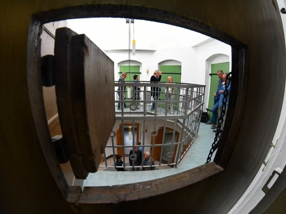 <p>Mehr als 100 Besucher kamen zum Tag des offenen Denkmals in das alte Gefängnis im ehemaligen Amtsgericht in Hainichen. Eine Zelle ist dort originalgetreu erhalten, der Arrestbau steht aber leer.&nbsp;</p>