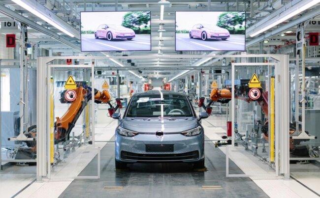 <p>Mit dem ID.3 präsentiert der größte europäische Autohersteller am Montagabend das endgültige Design des Elektroautos, dessen Serienproduktion im November im Fahrzeugwerk Zwickau starten soll.</p>