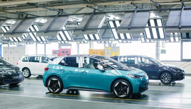 <p>Mit dem ID.3 beginnt für Volkswagen nach den Erfolgsmodellen Käfer und Golf das dritte große Kapitel von strategischer Bedeutung: der VW-Konzern will in wenigen Jahren Weltmarktführer bei Elektrofahrzeugen werden.</p>