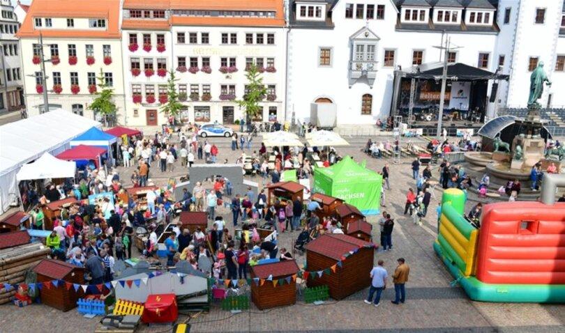 <p>Blick auf den Obermarkt, wo die Feierlichkeiten starteten.</p>