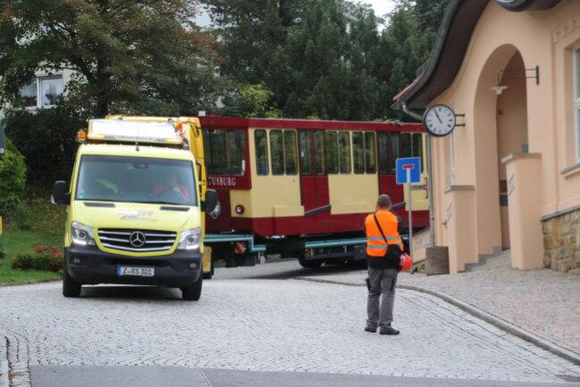 <p>Die Fahrgestelle werden in die Schweiz transportiert.&nbsp;Dort werden&nbsp;sie von Fachleuten restauriert.&nbsp;</p>