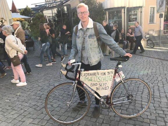 <p>Elias Schlorf hatte sein Fahrrad extra geschmückt.</p>