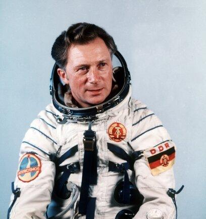 <p>Der Kosmonaut Sigmund Jähn, aufgenommen am 01.08.1978 nach seinem erfolgreichen Flug mit dem sowjetischen Raumschiff Sojus 31 zur Raumstation MIR.</p>