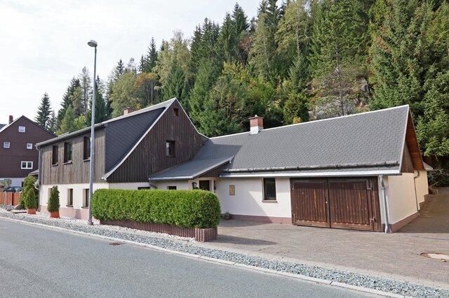 <p>Das Geburtshaus von Sigmund Jähn in seiner Heimatgemeinde.&nbsp;</p>
