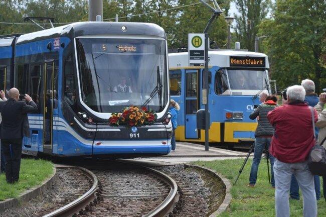 <p>Aus Anlass der ersten Linienfahrt hatte der Verkehrsbetrieb CVAG eine kleine Feierstunde an der Endstelle Gablenz organisiert.</p>