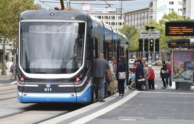 <p>Diese sind wegen ihrer hohen Einstiege bei vielen Fahrgästen zunehmend unbeliebt.</p>