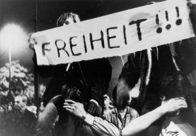 <p>Ein Symbolbild für den&nbsp;entscheidenden Tag: Am 9. Oktober 1989 machte die Staatsmacht Platz für die Demonstrierenden, ohne Gewalt.</p>