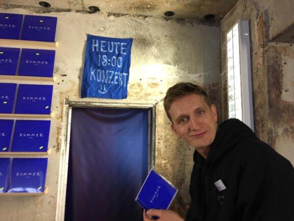 <p>Nach Ladenschluss will Kummer sein Album live auf dem Dach des Plattenladens präsentieren.&nbsp;</p>
